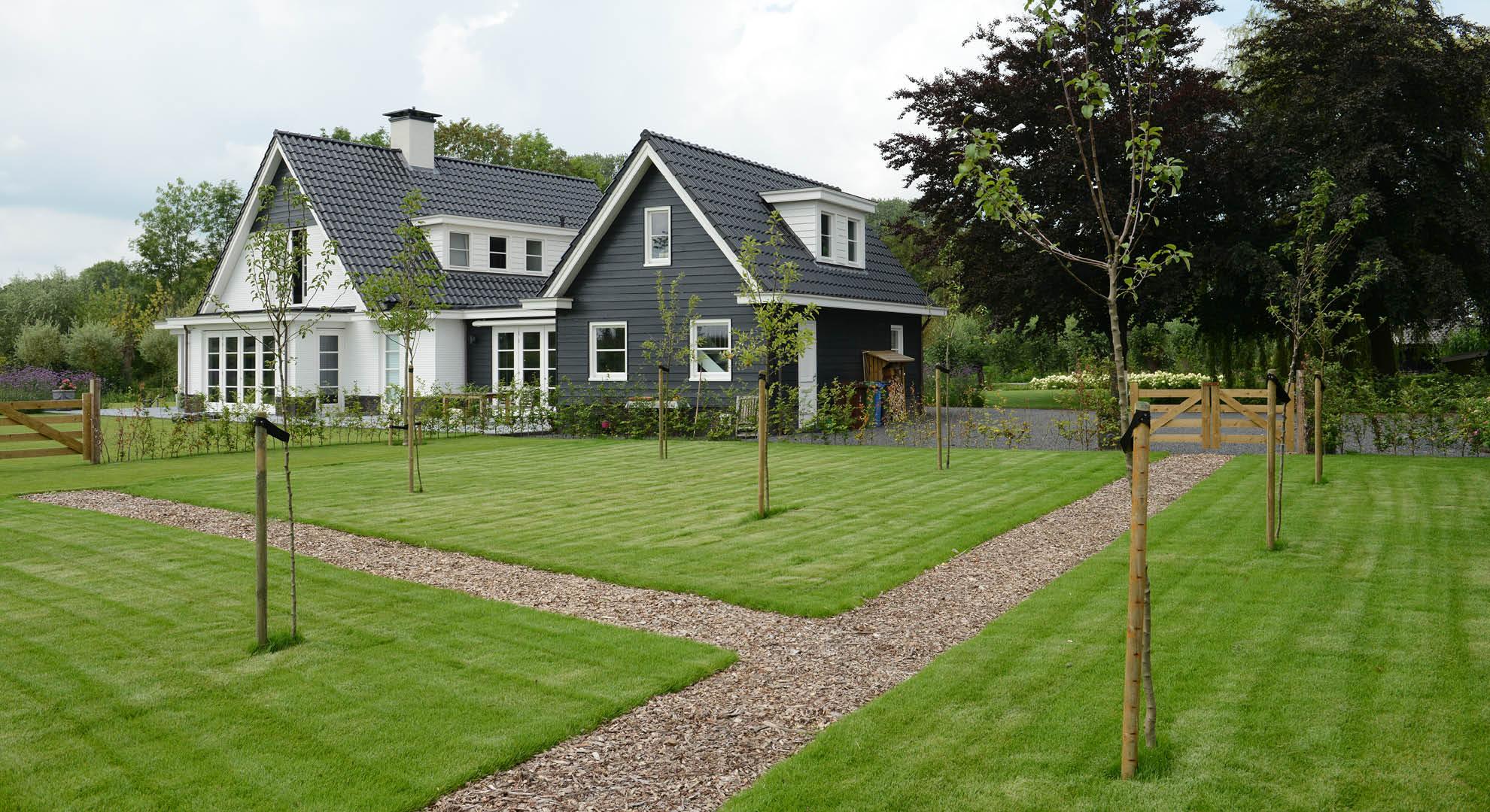 Landelijke tuin bij modern landhuis rodenburg tuinen for Landhuis inrichting