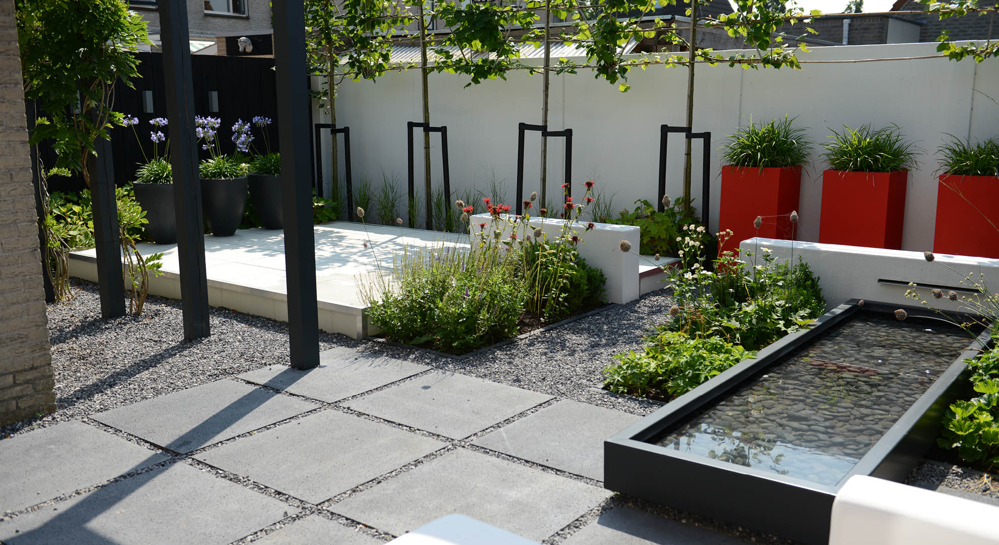 Moderne onderhoudsvriendelijke achtertuin rodenburg tuinen - Moderne tuinfoto ...