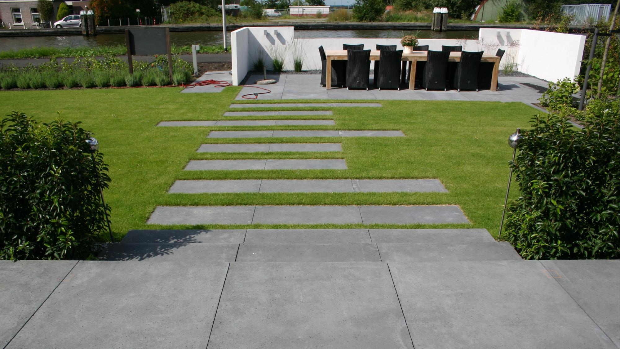 Moderne onderhoudsvriendelijke tuin rodenburg tuinen - Moderne tuinfoto ...