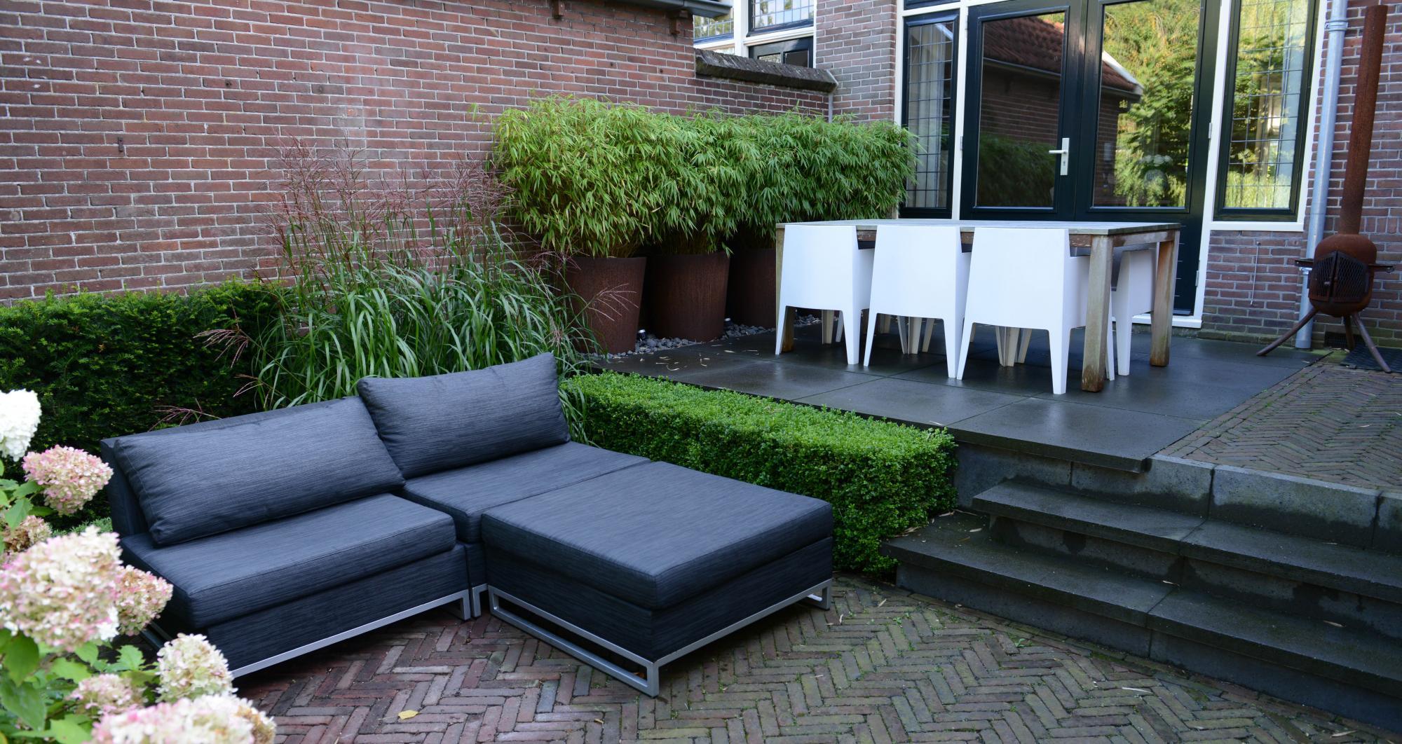 Kleine achtertuin aan de Oude Rijn - Foto 1