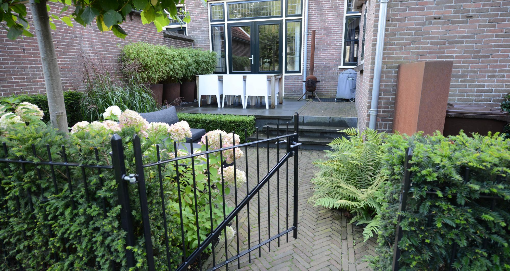 Kleine achtertuin aan de Oude Rijn - Foto 2