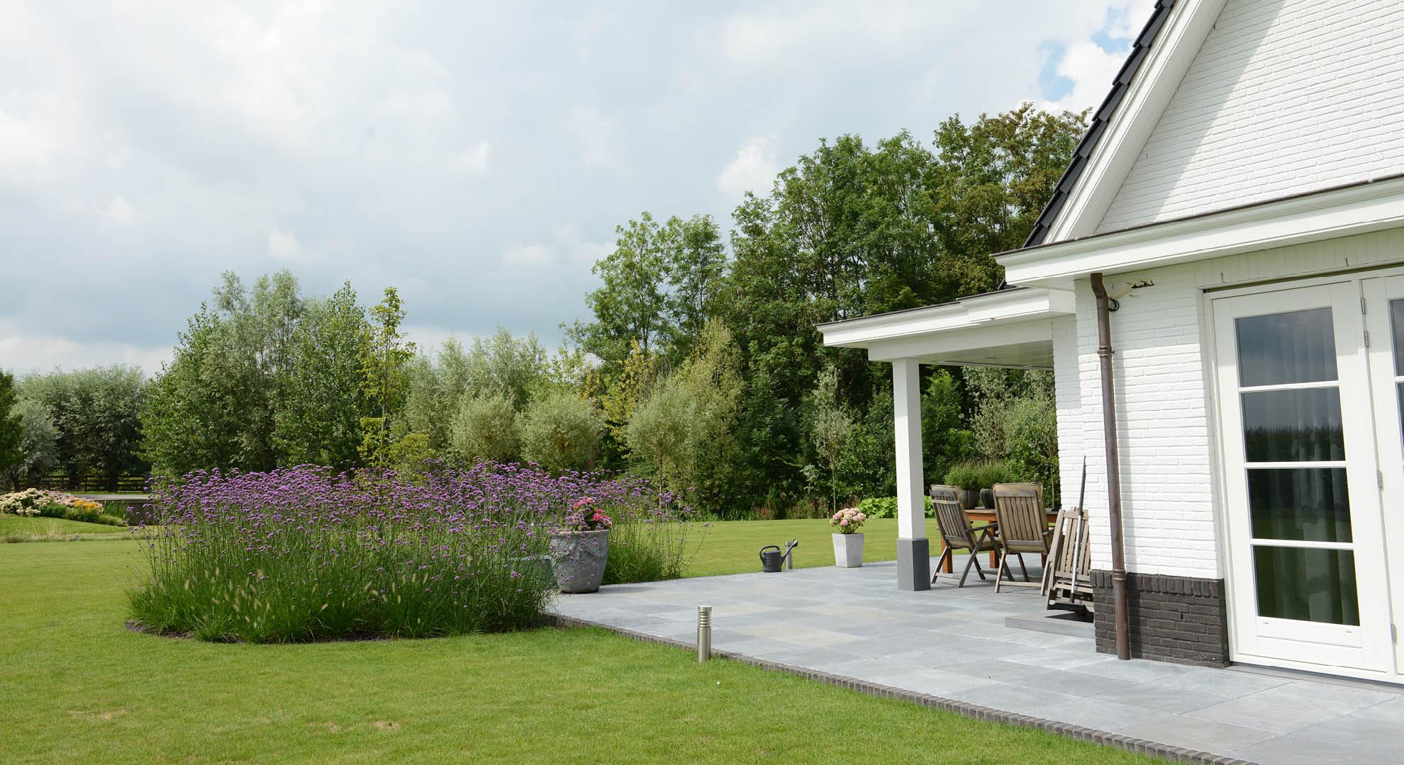 Landelijke tuin bij modern landhuis rodenburg tuinen - Moderne tuinfoto ...