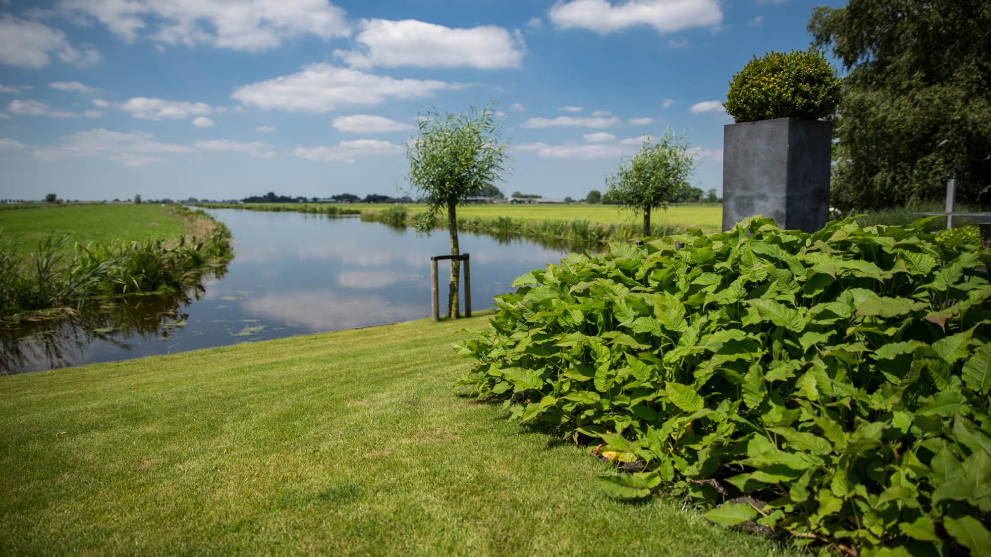 Landelijke tuin in de polder rodenburg tuinen - Huis in de tuin ...
