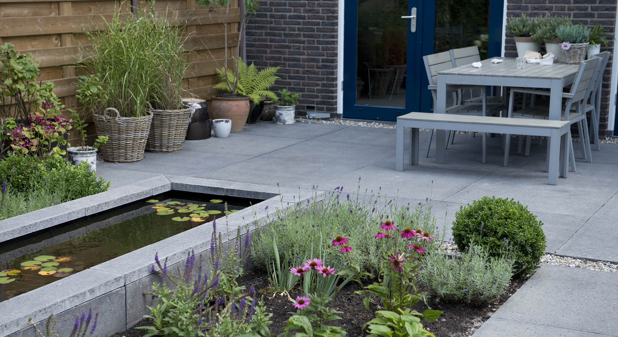 Moderne achtertuin bij nieuwbouwwoning - Foto 8