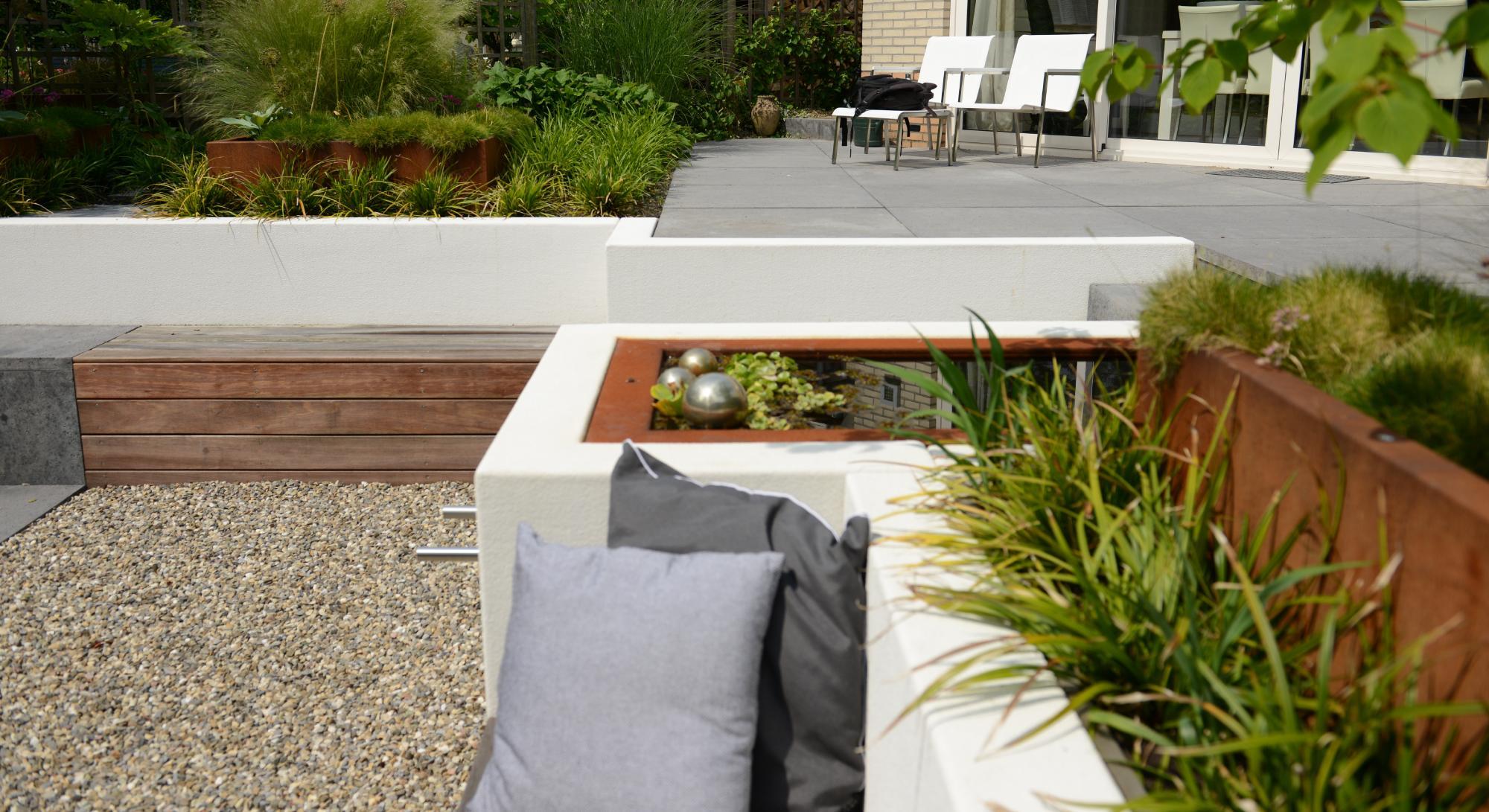 moderne achtertuin met hoogteverschil - Foto 4