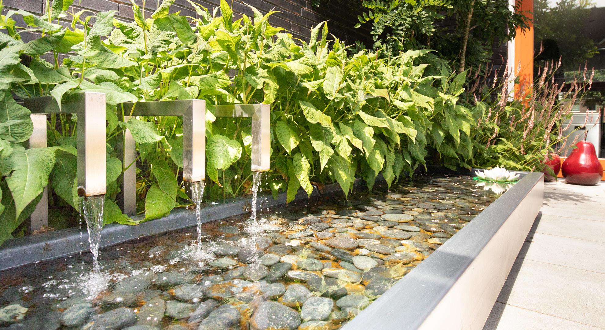 Moderne onderhoudsvriendelijke tuin met buitenkeuken - Foto 4