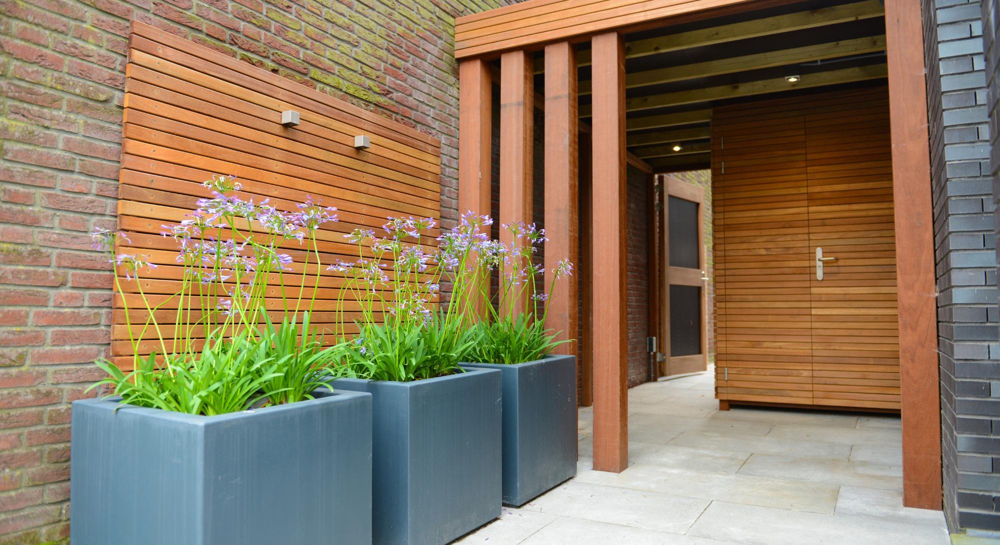 Moderne onderhoudsvriendelijke tuin met buitenkeuken - Foto 5