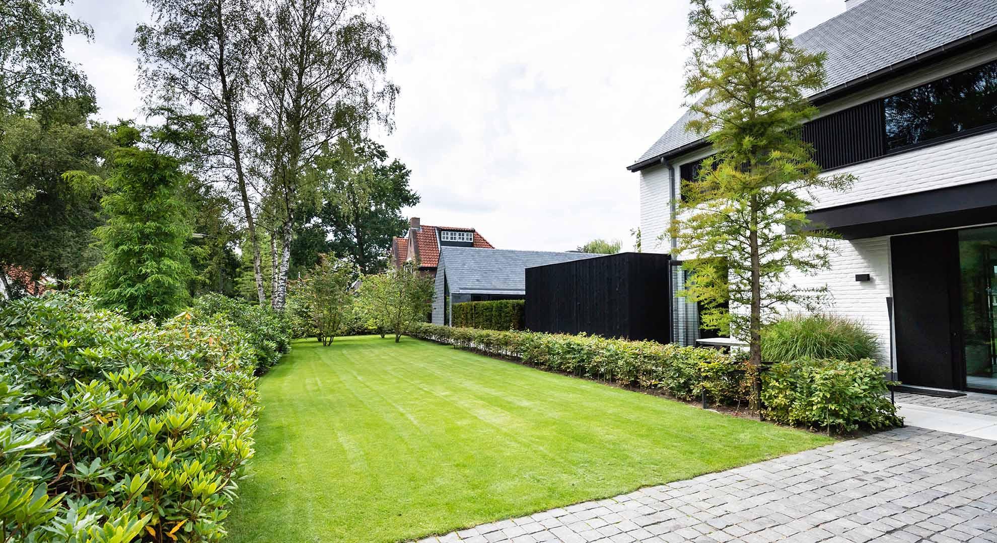 Moderne tuin met zwembad en bijzonder terras - Foto 9
