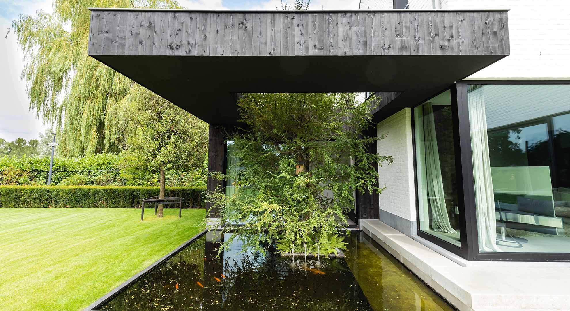 Moderne tuin met zwembad en bijzonder terras - Foto 12