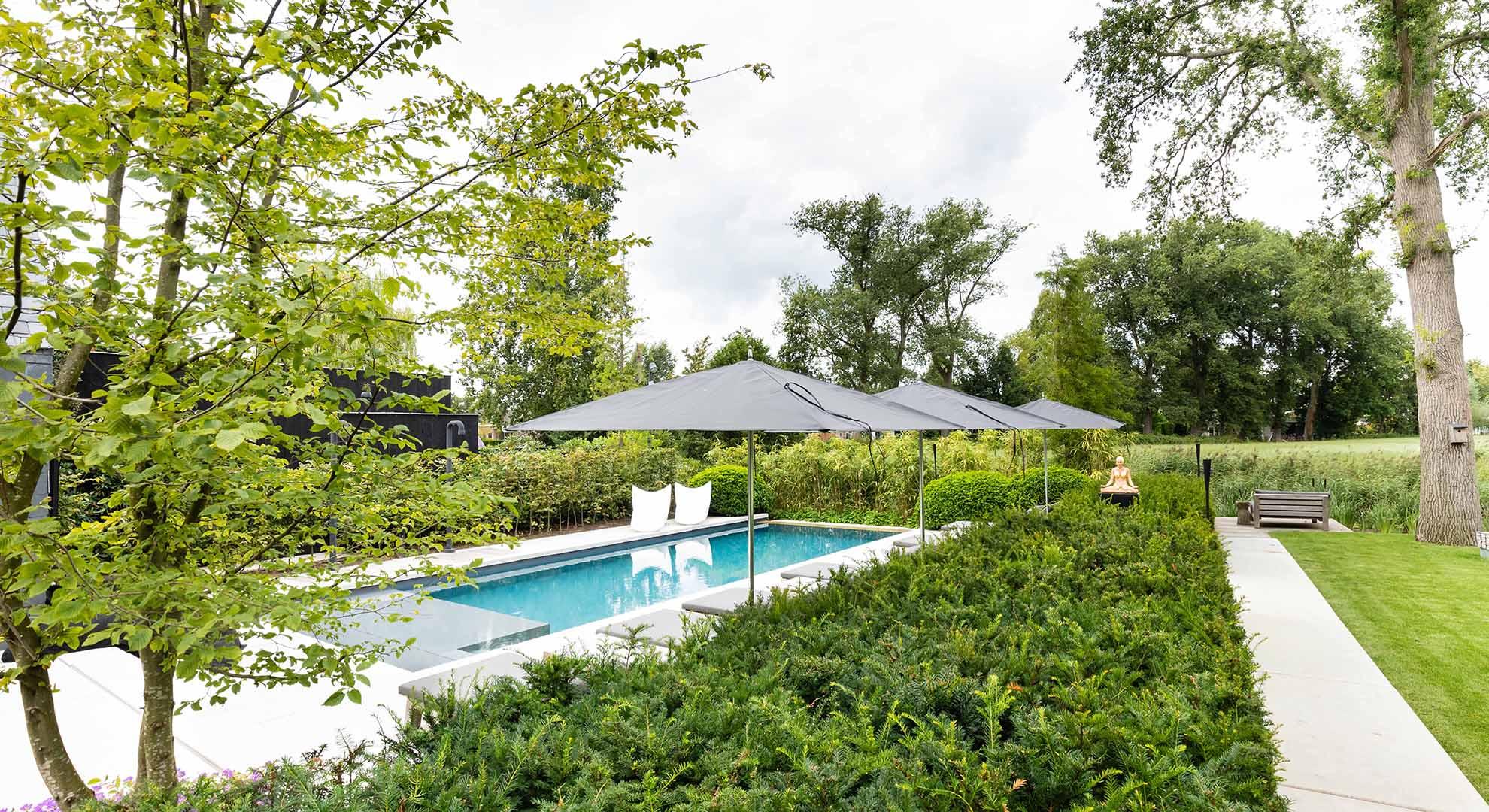 Moderne tuin met zwembad en bijzonder terras - Foto 4