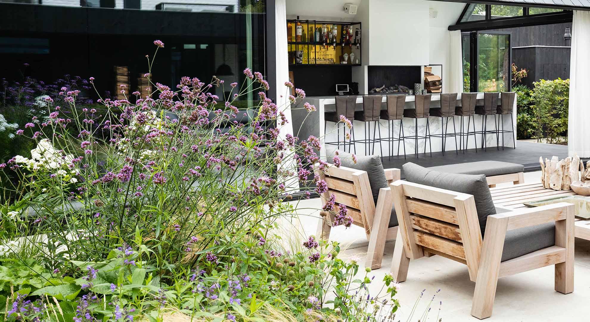 Moderne tuin met zwembad en bijzonder terras - Foto 2