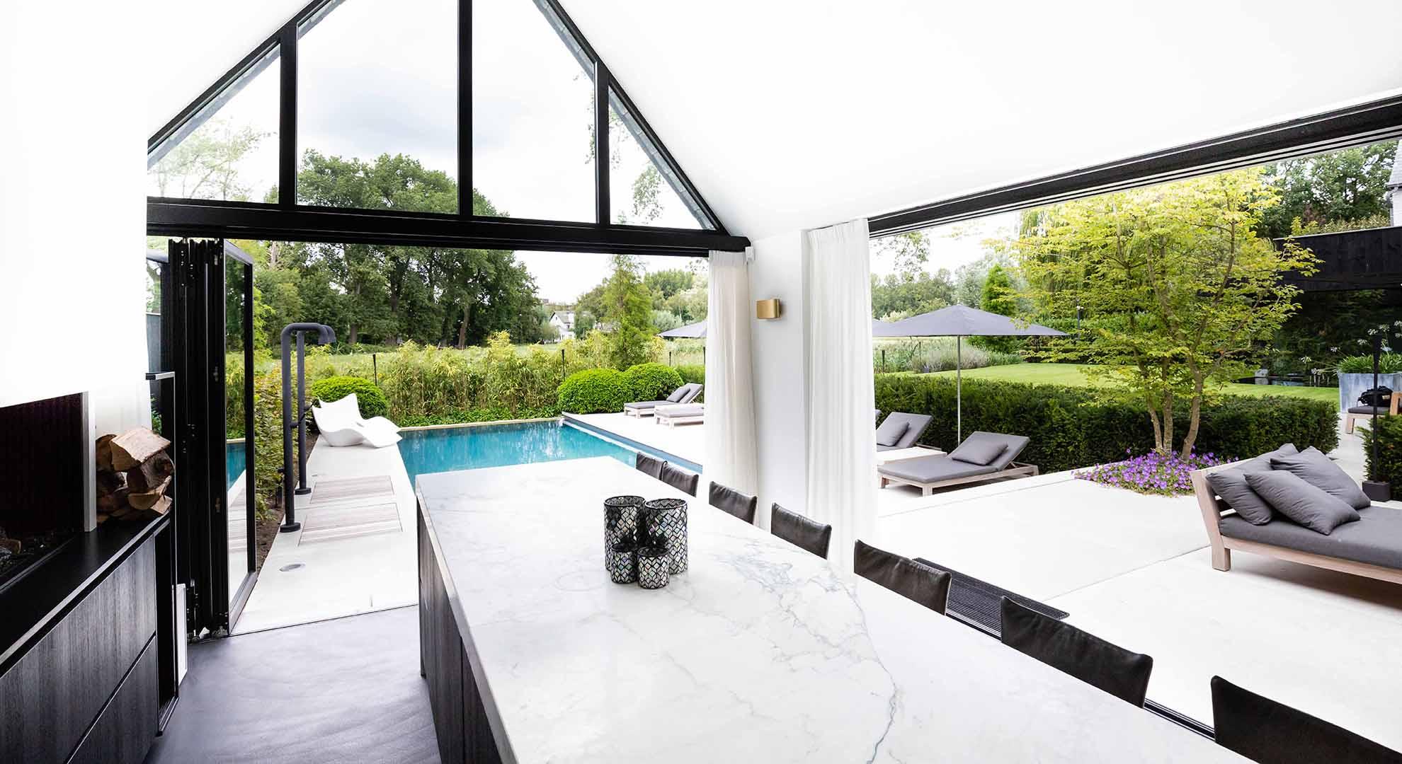 Moderne tuin met zwembad en bijzonder terras - Foto 5