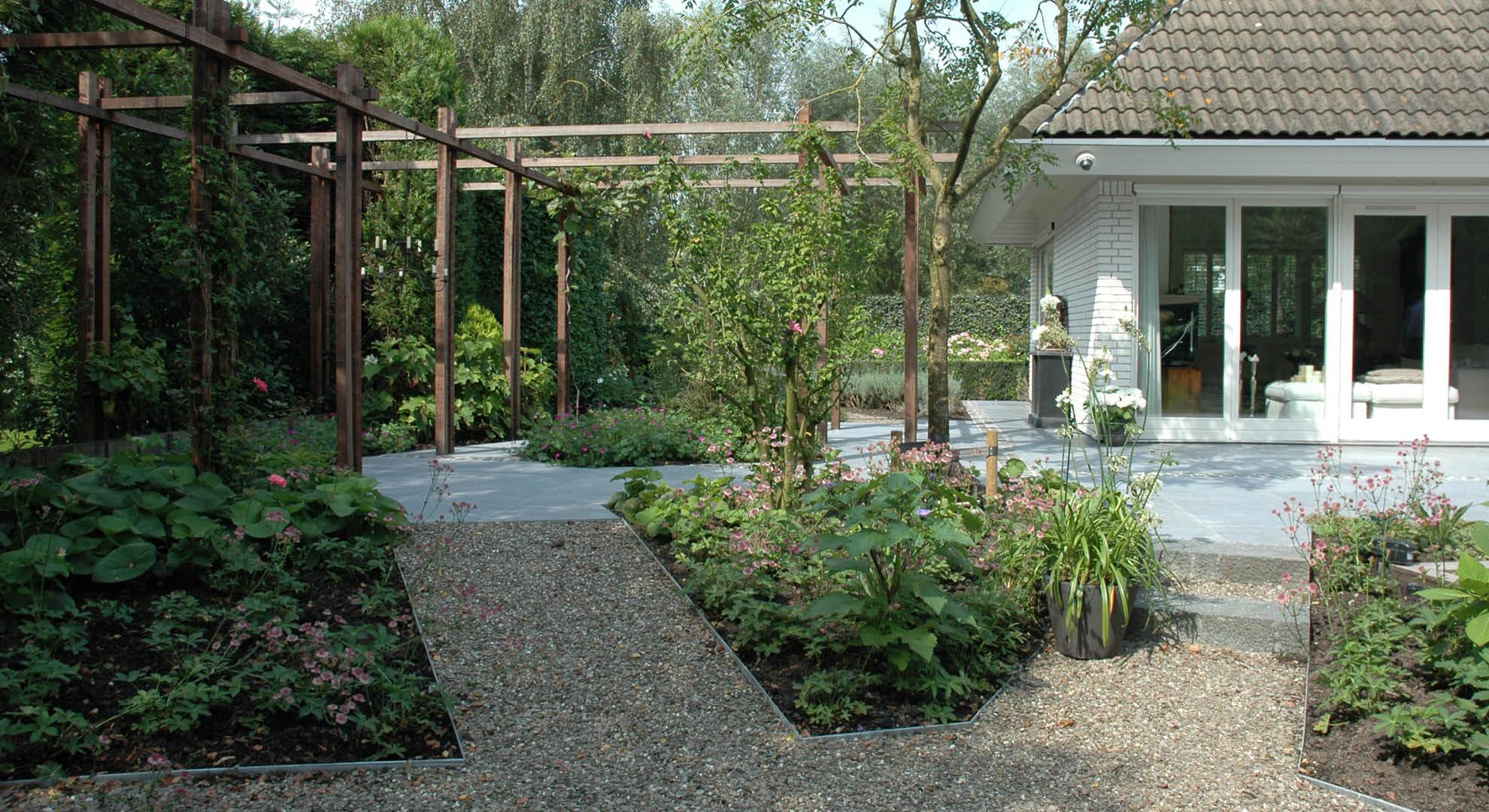 Natuurlijke achtertuin met waterornament - Foto 6