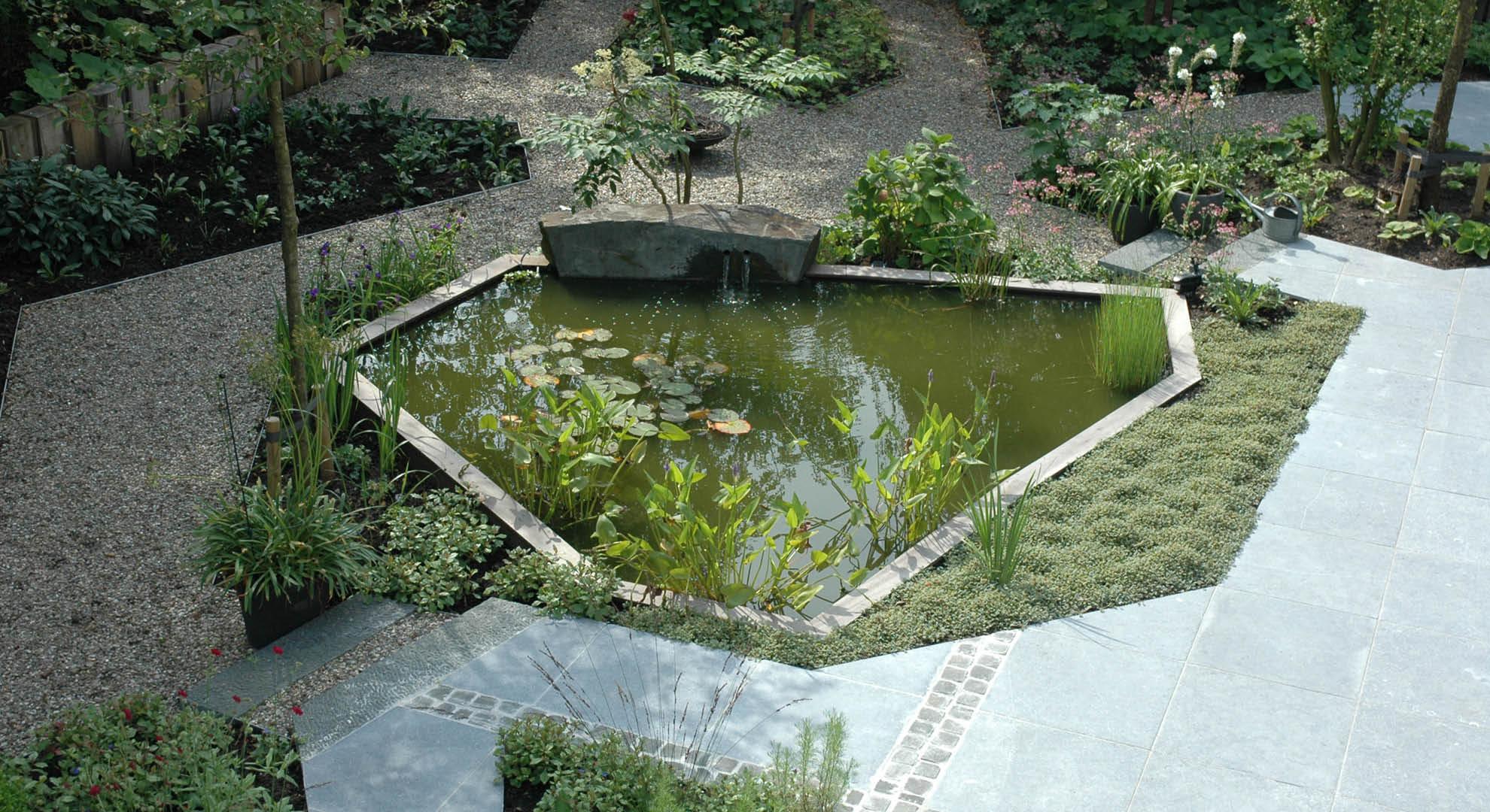 Natuurlijke achtertuin met waterornament - Foto 2
