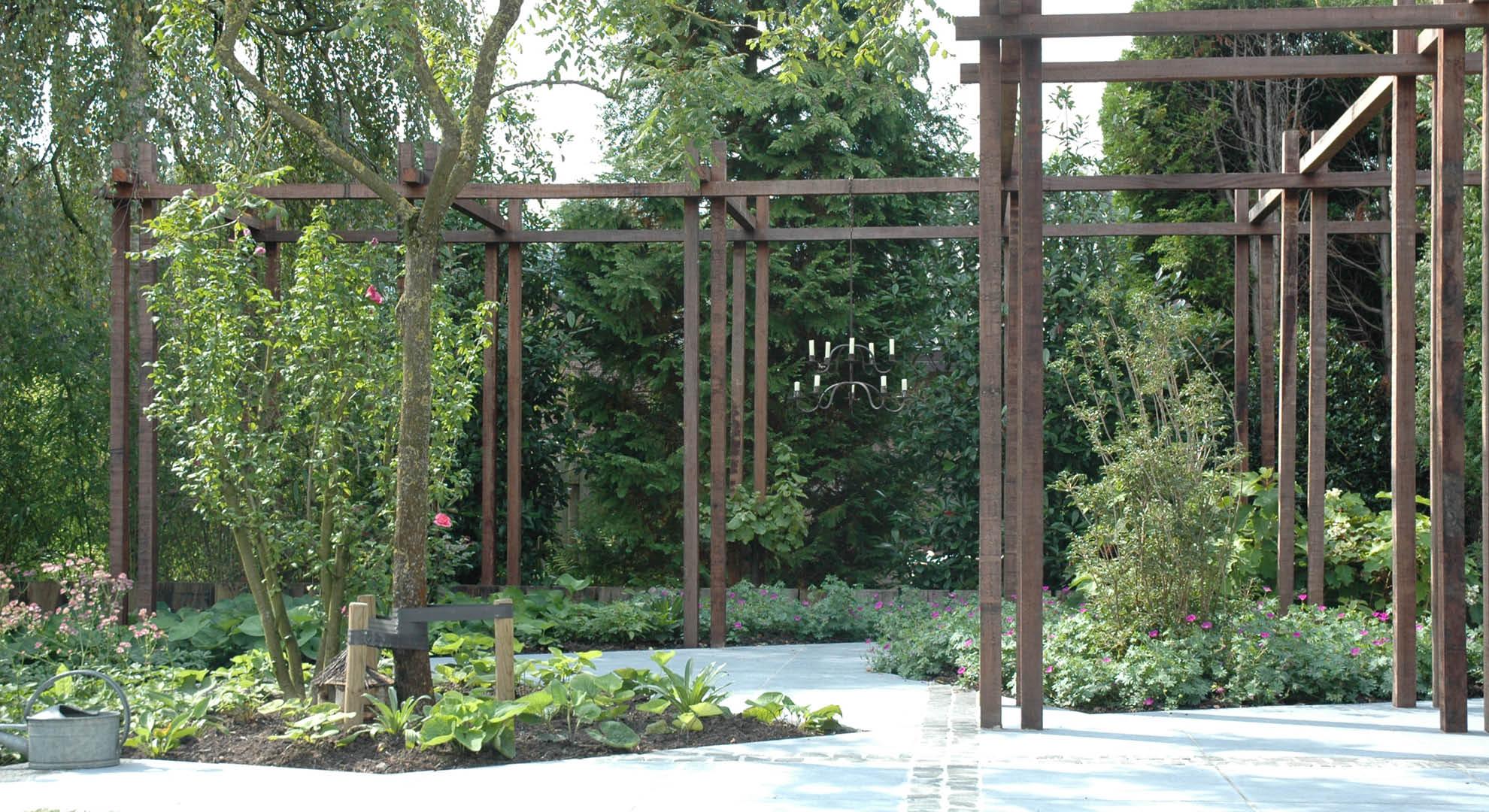Natuurlijke achtertuin met waterornament - Foto 3