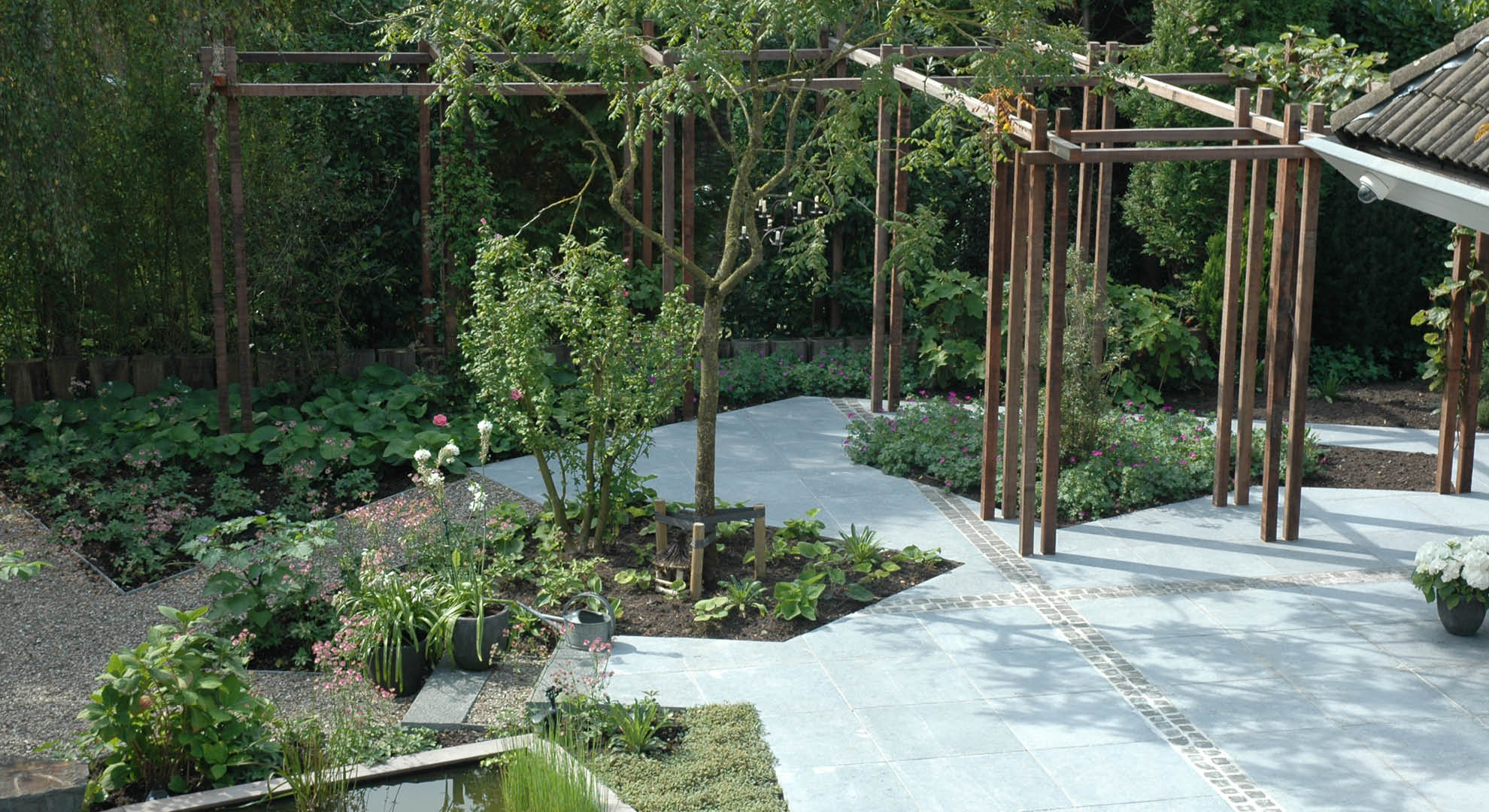 Natuurlijke achtertuin met waterornament - Foto 9