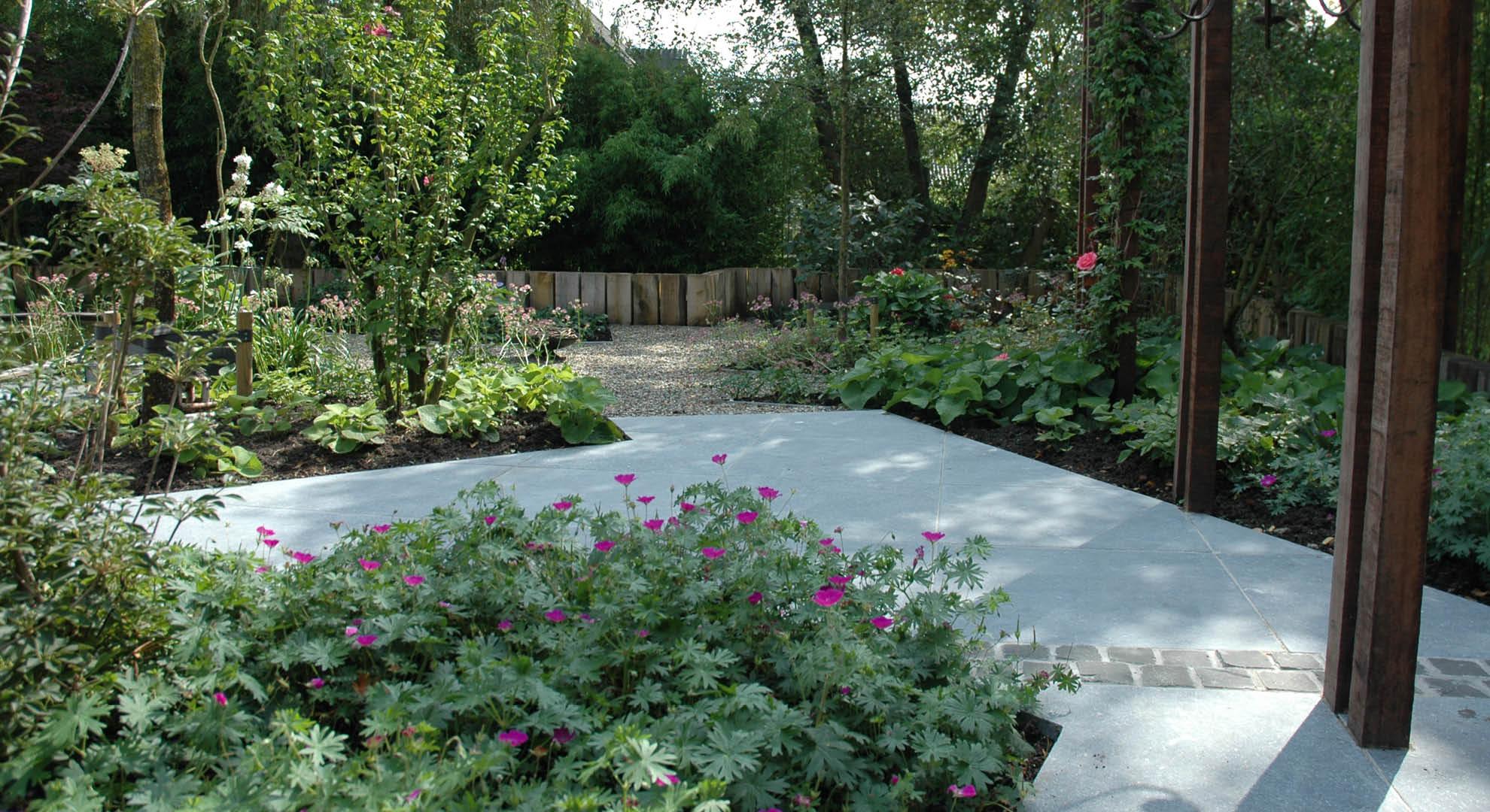Natuurlijke achtertuin met waterornament - Foto 4