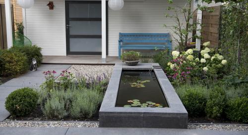 Moderne achtertuin bij nieuwbouwwoning